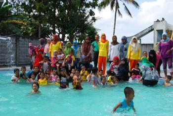 Kunjungan dan Olah Raga Berenang ke Tirta Husada