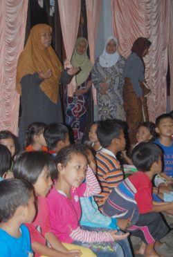 Potong Tumpeng Anak-anak DTA Al-Hidayah